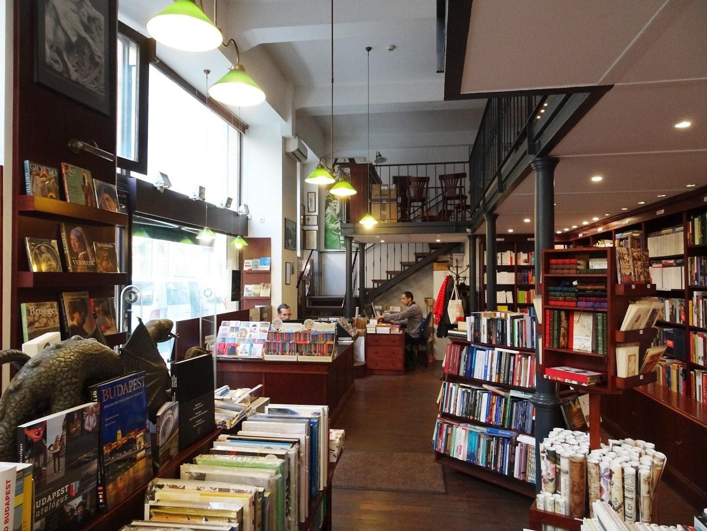 interior of bookshop Atlantisz Könyvsziget