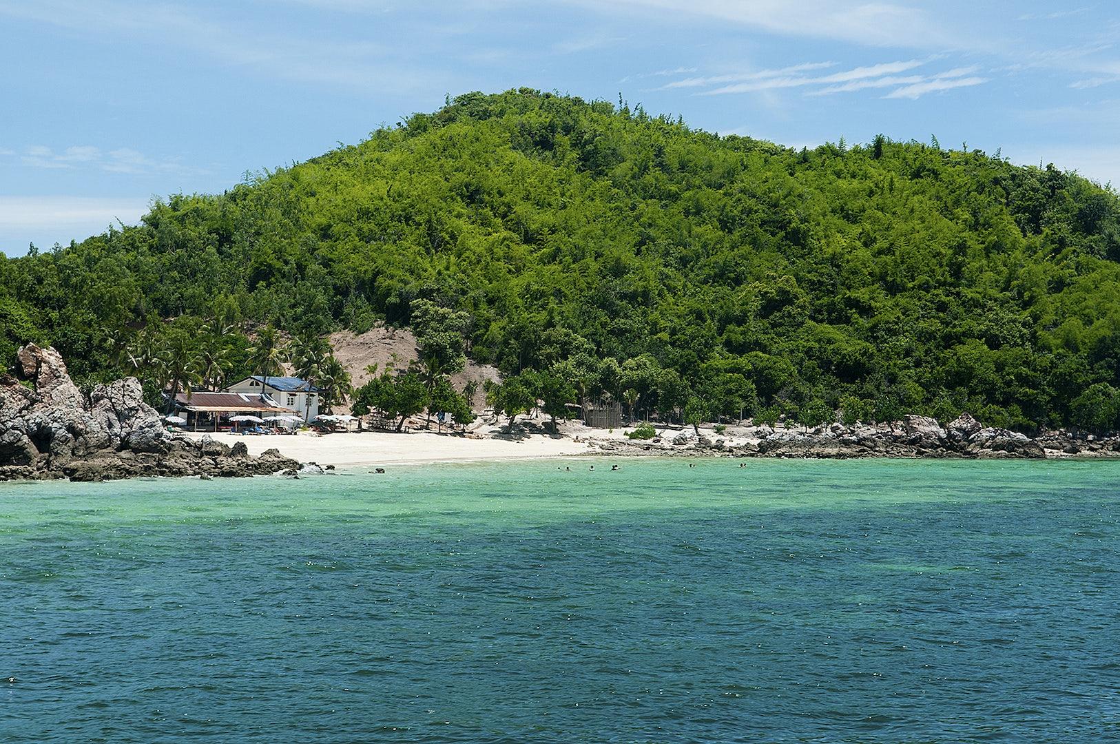 beach at Ko Larn island