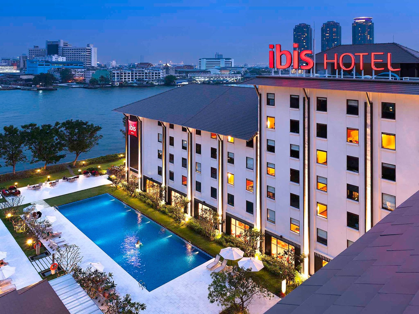 swimming pool at Ibis Riverside Bangkok