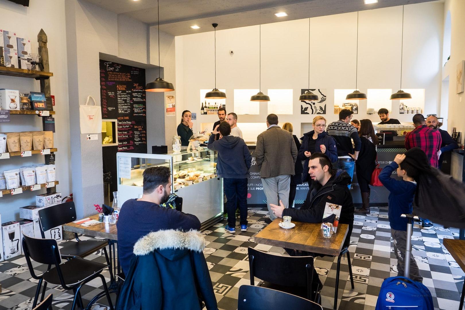 people at coffee bar Faro