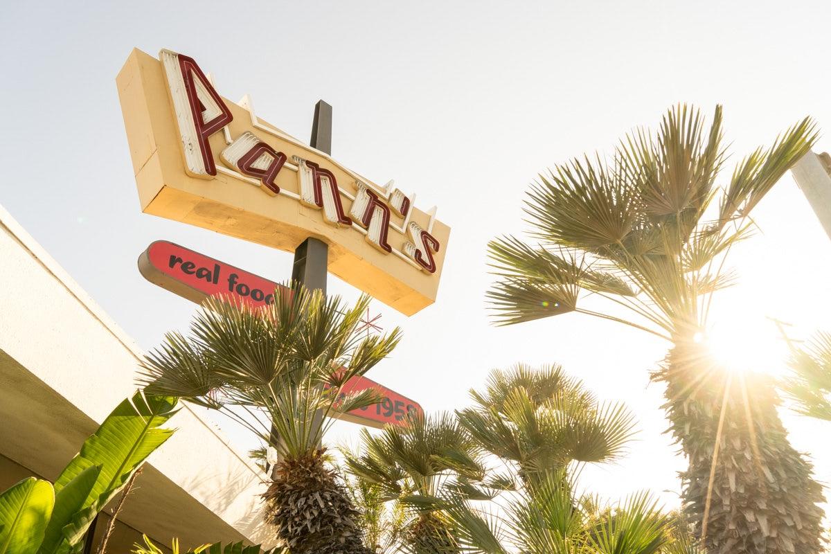 Pann's restaurant Googie-style sign