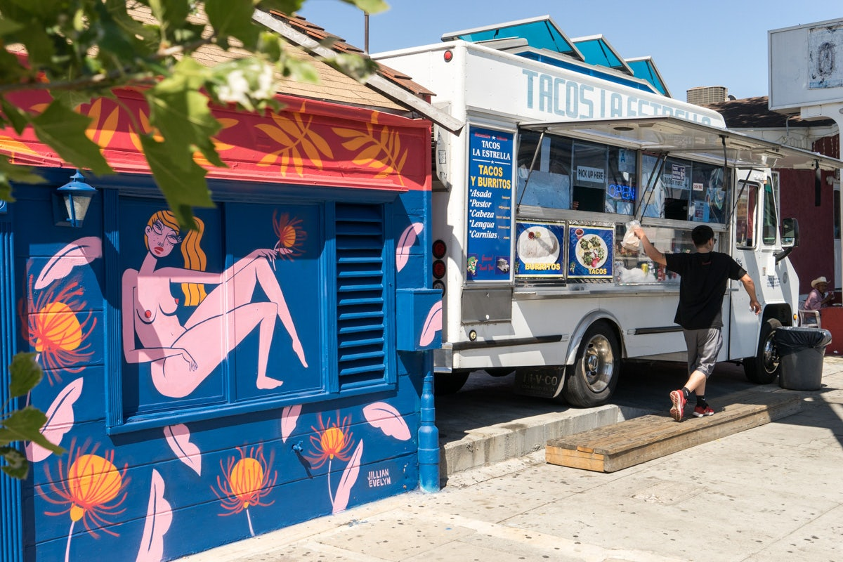 La Estrella taco truck in Los Angeles