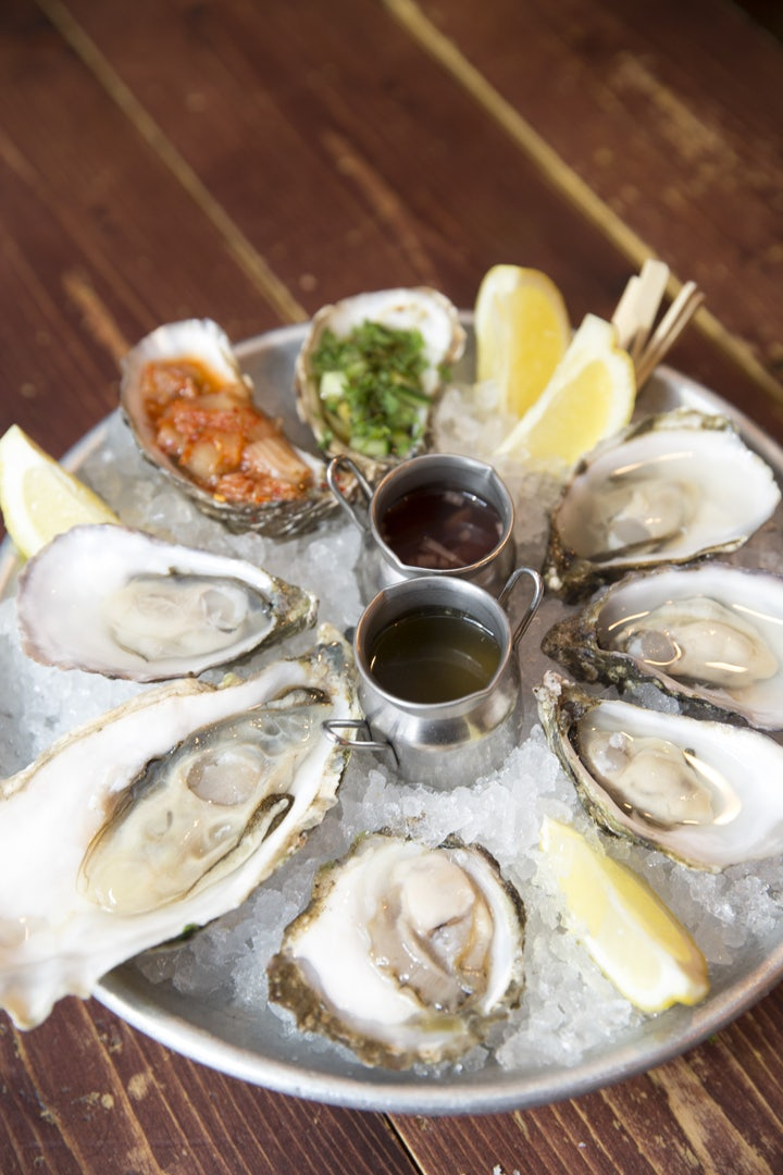 a plate of Oysters on ice at Klaw Dublin