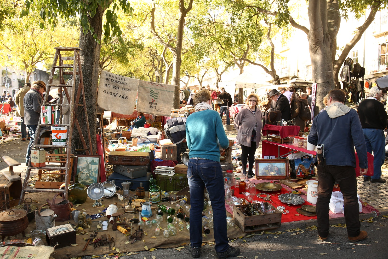 second hand market Feira da Ladra