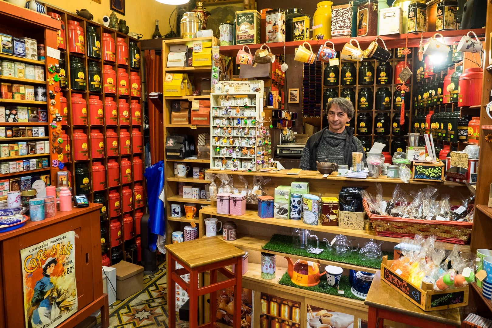 many types of tea at Biblioteq tea shop in Rome