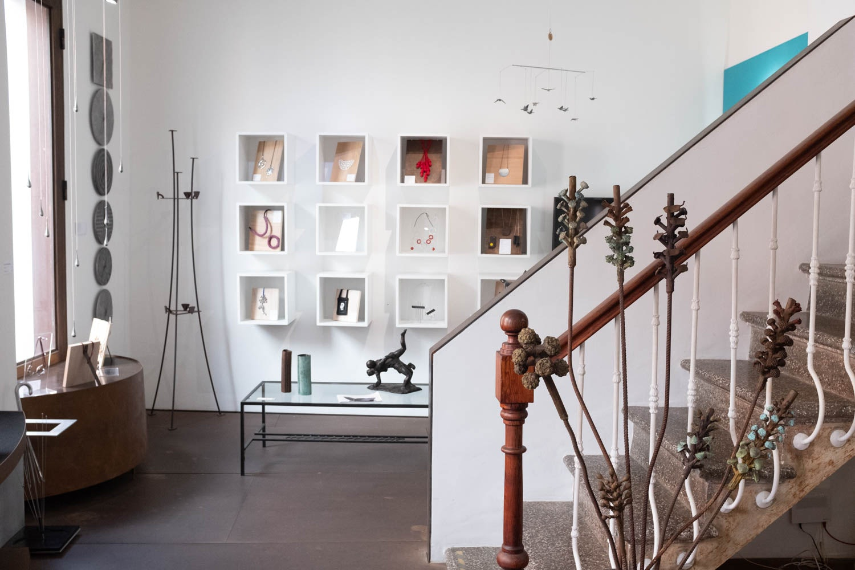 art inside the Galería Bronzo