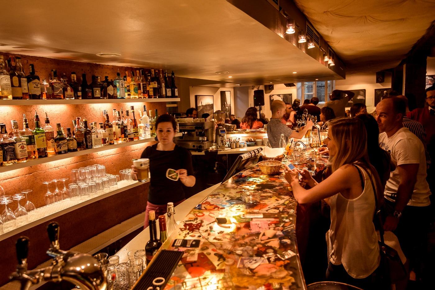 Mlýnská kavárna bar interior