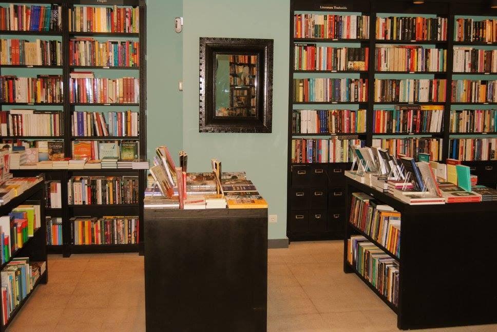 store interior and books at  PÓ DOS LIVROS
