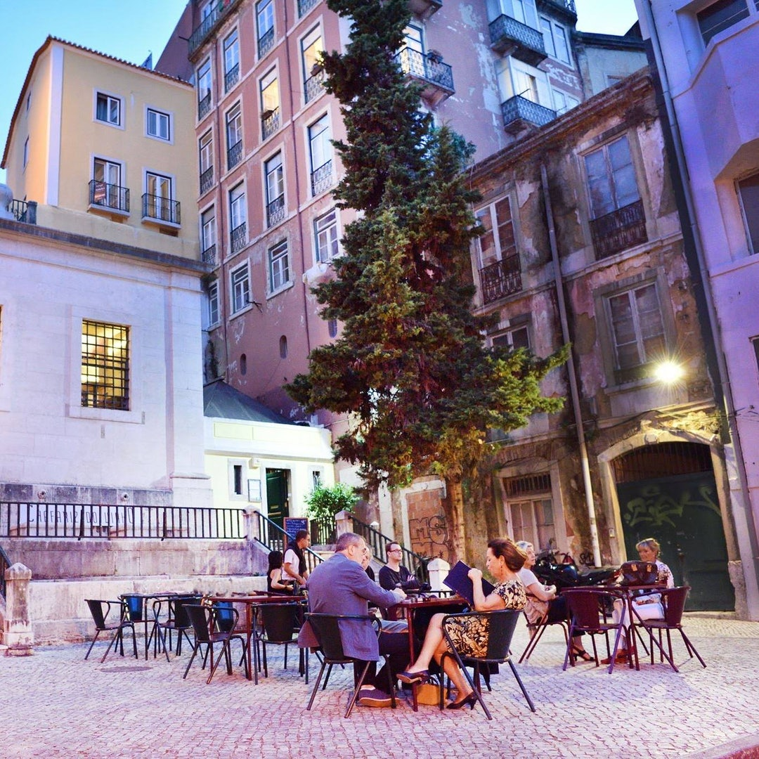 people drinking outside at Chafariz do Vinho in Lisbon
