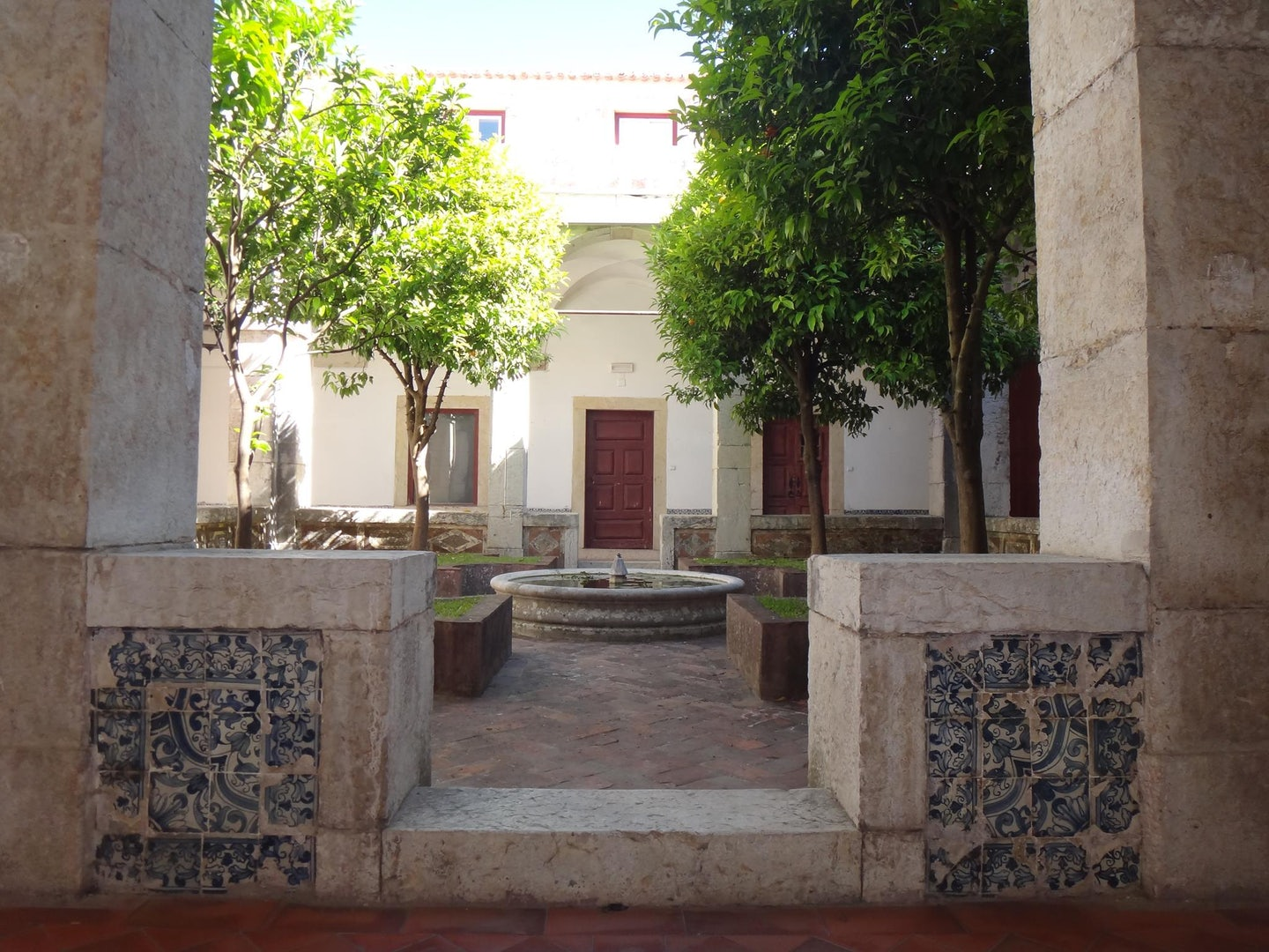 fountain at a courtyard of the Convento dos Cardaes