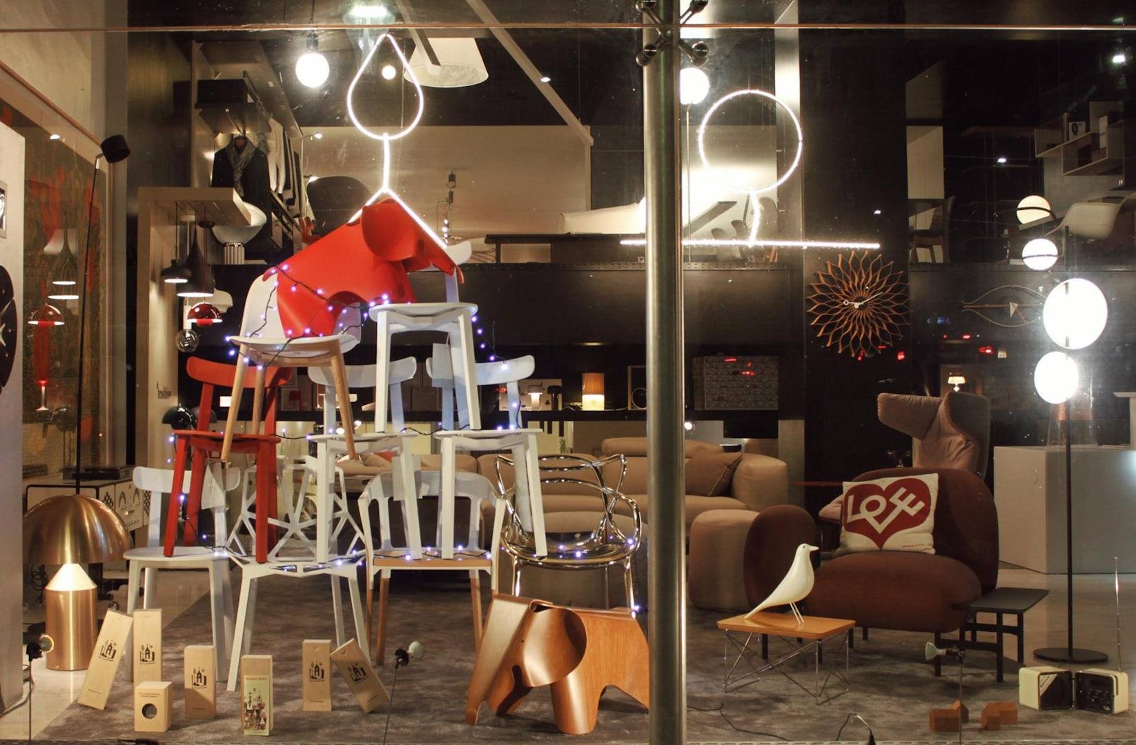 lights and furniture displayed at A Linha da Vizinha