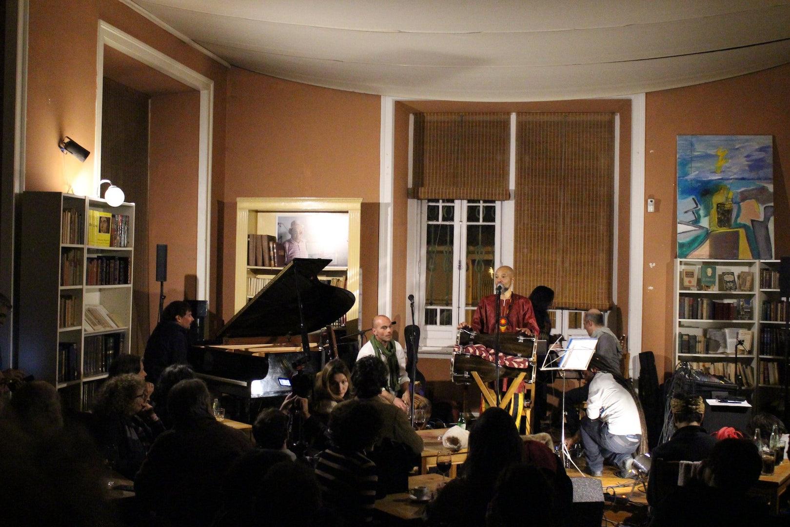 music band playing at the Fabrica do Braço de Prata