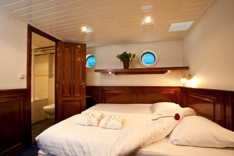 room at the barkentijn Marjorie boat