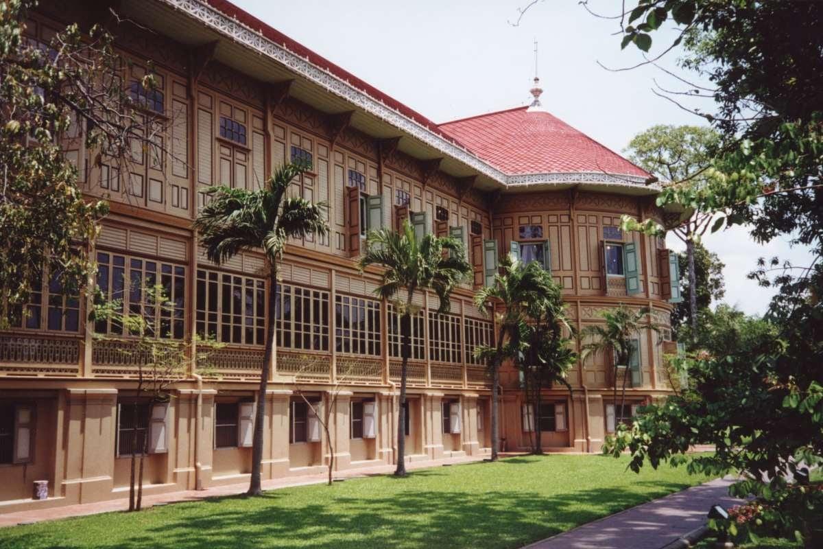 exterior of Vimanmek Palace