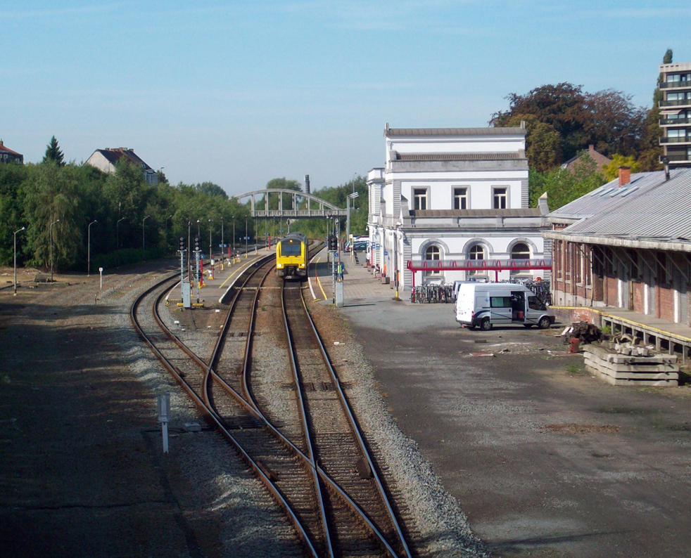 incoming train in Ronse station