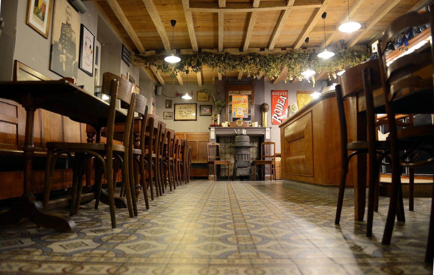 cafe interior of In de Verzekering Tegen de Grote Dorst