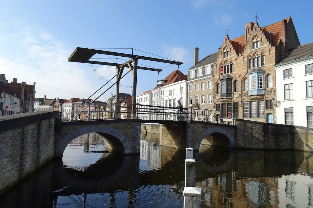 elevating bridge at the Duinenbrug in Bruges