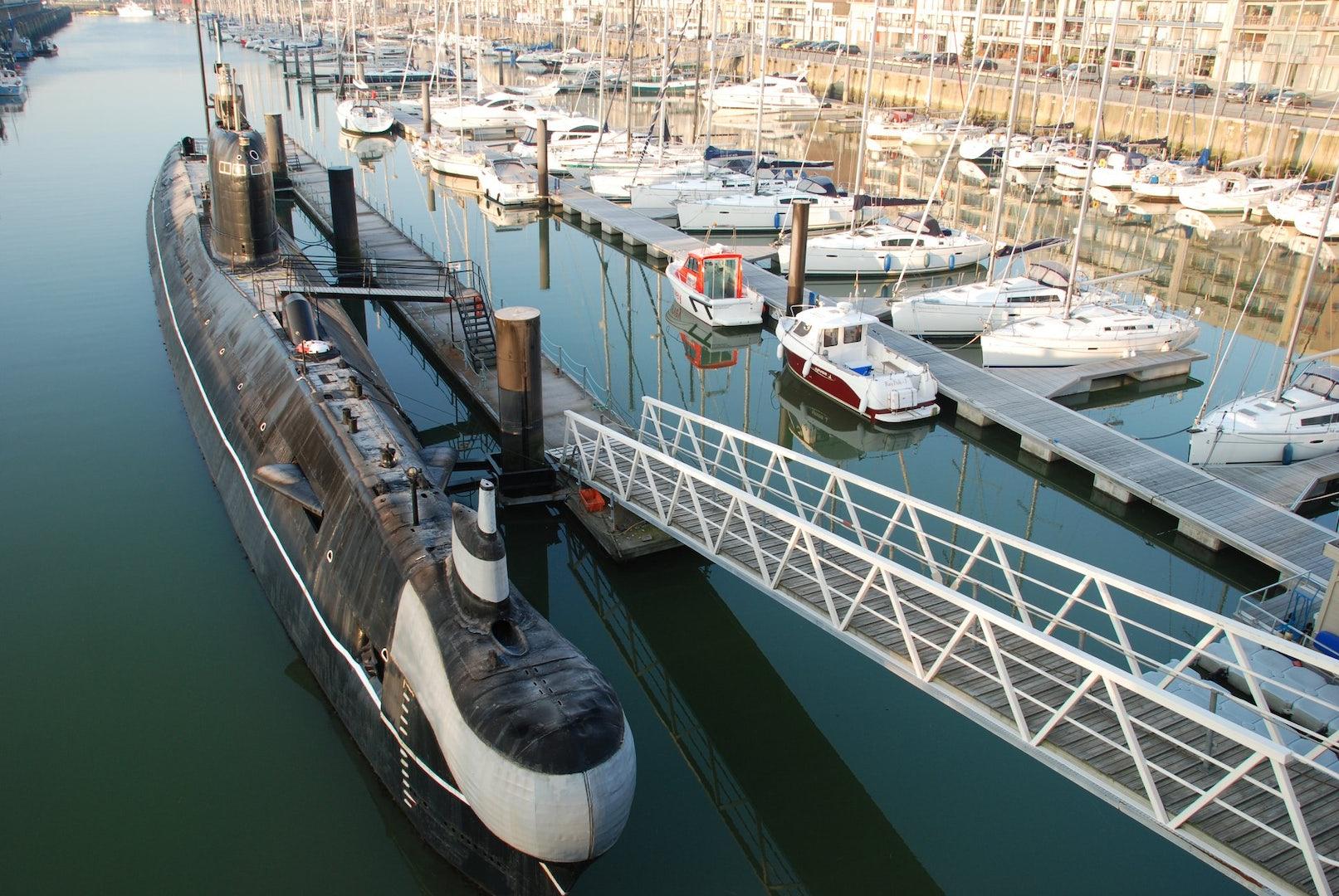 boat seafront bruges