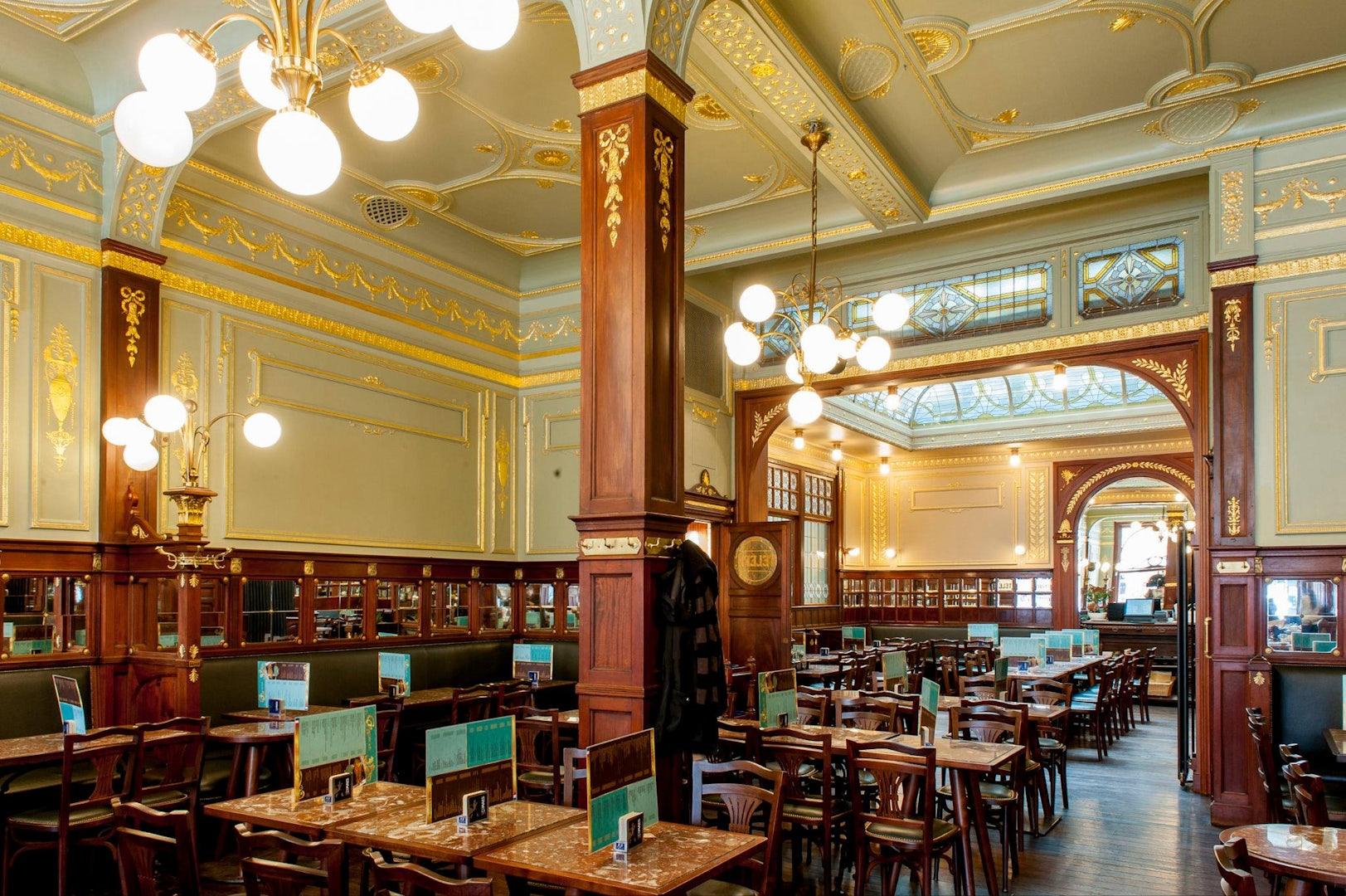 interior of bar Le Greenwich
