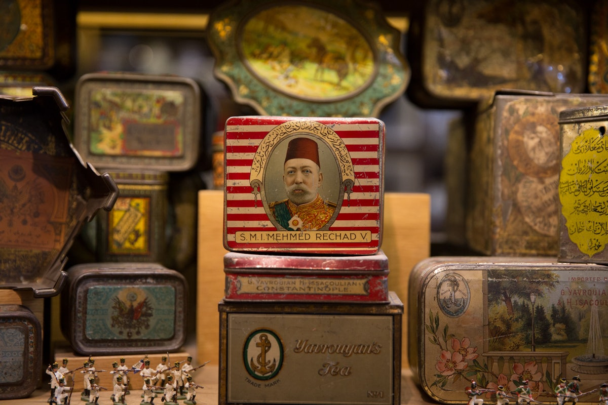 vintage tin boxes at Hak Pasaji