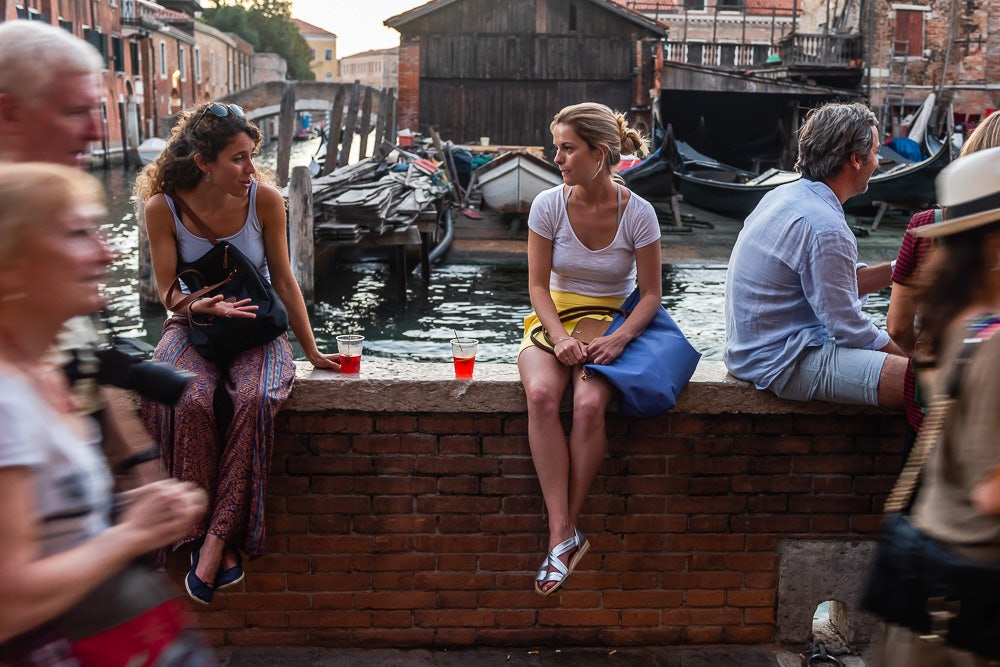 two women drinking spritz outside the Osteria al Squero