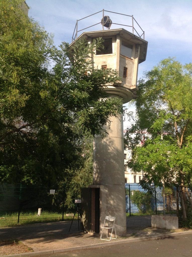 Berlin - GDR Watchtower / Der DDR-Grenzwachturm