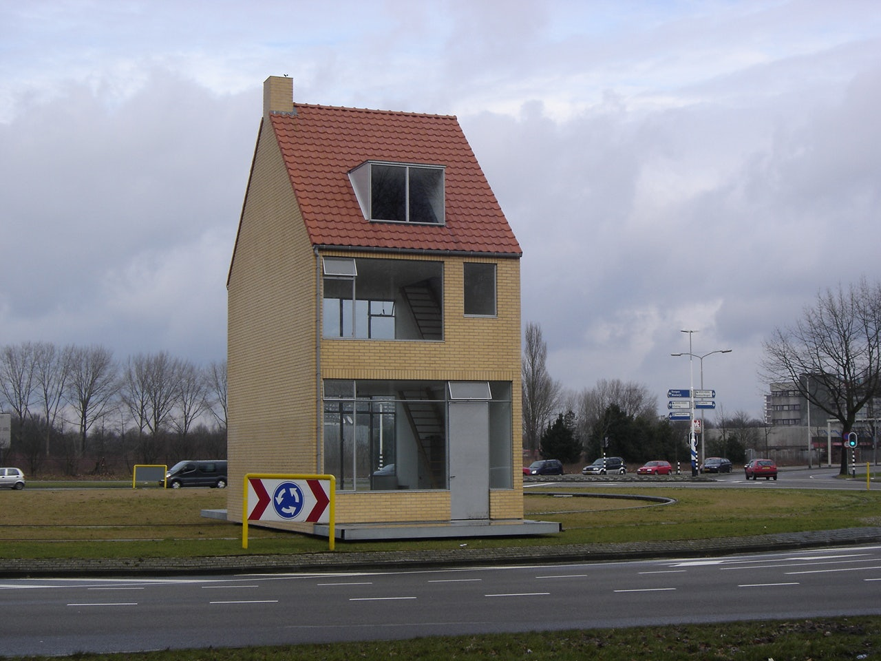 Rotating House at a roundabout