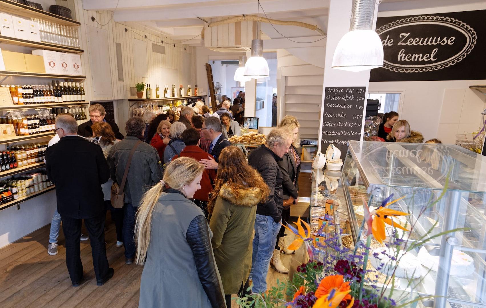 people inside at de Zeeuwse Hemel