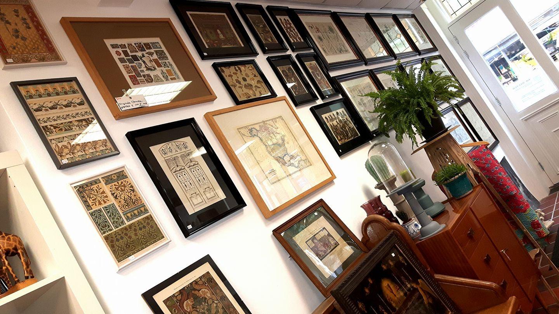 frames at a wall at de Refter store