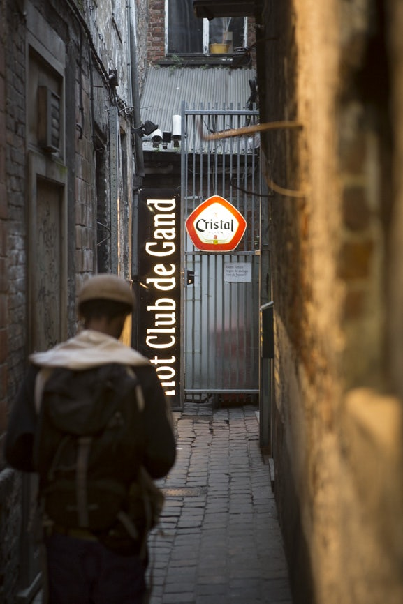 entrance in alley to Hot Club Gent