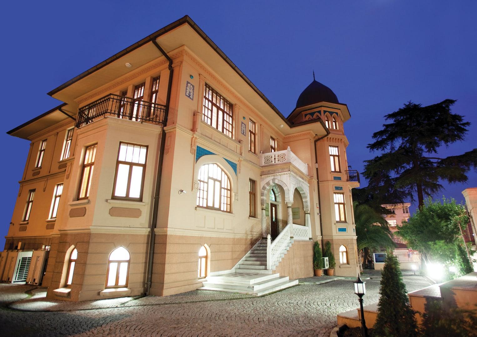 Bozlu Holding Building