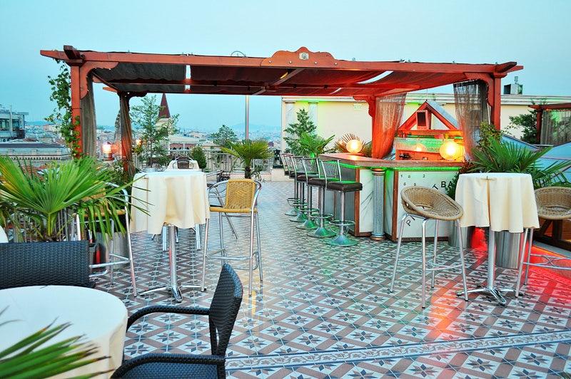 Büyük Londra Oteli terrace