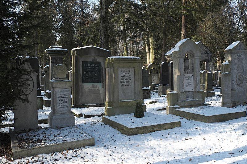 Neuer Israelitischer Friedhof snow