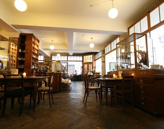 interior cafe Marais