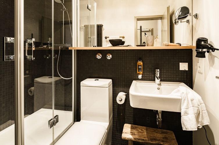 BOLD hotel bathroom