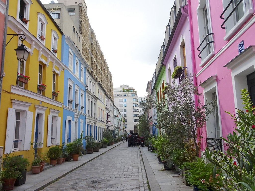 colourful houses at Rue Crémieux