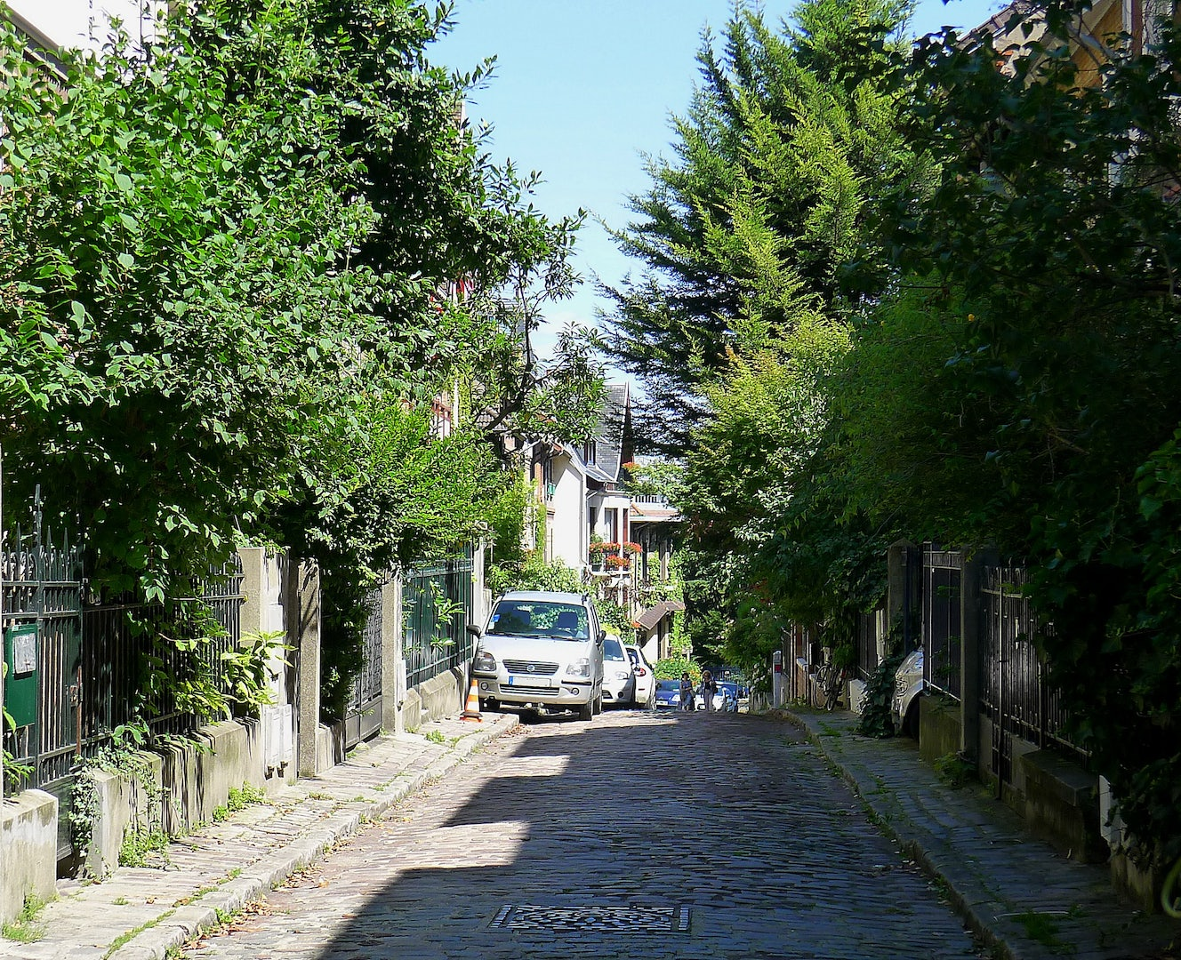 cobbled lane at Square de Montsouris