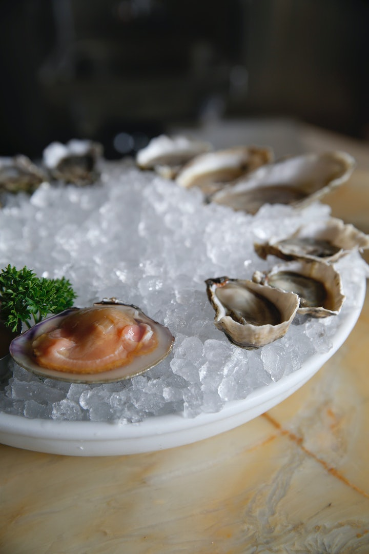 a plate of oysters on ice at the Petit Marlowe