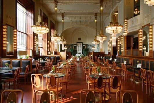 interior of Kavárna Obecní dům