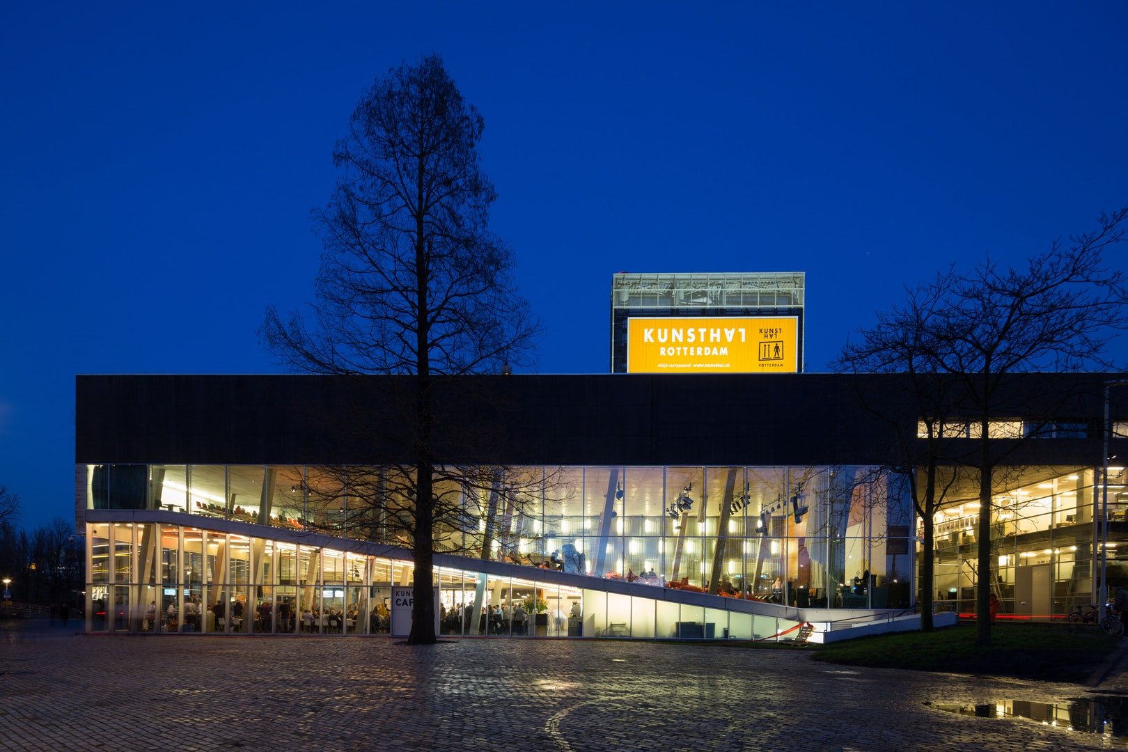 Kunsthal by night