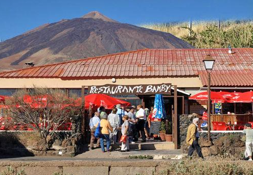 restaurant La Bamby in front of volcano