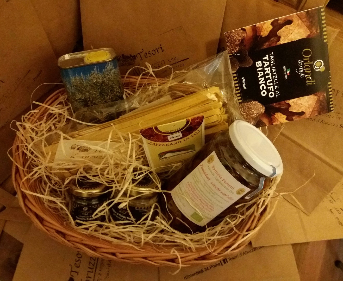 basket with food specialities at Tesori d'Abruzzo