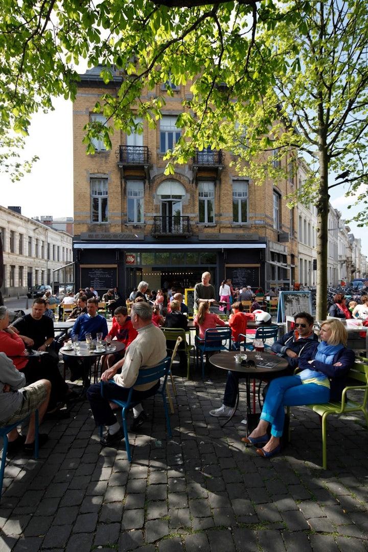 people sitting at Dageraadplaats