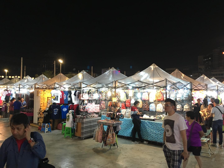 Talad Neon Market