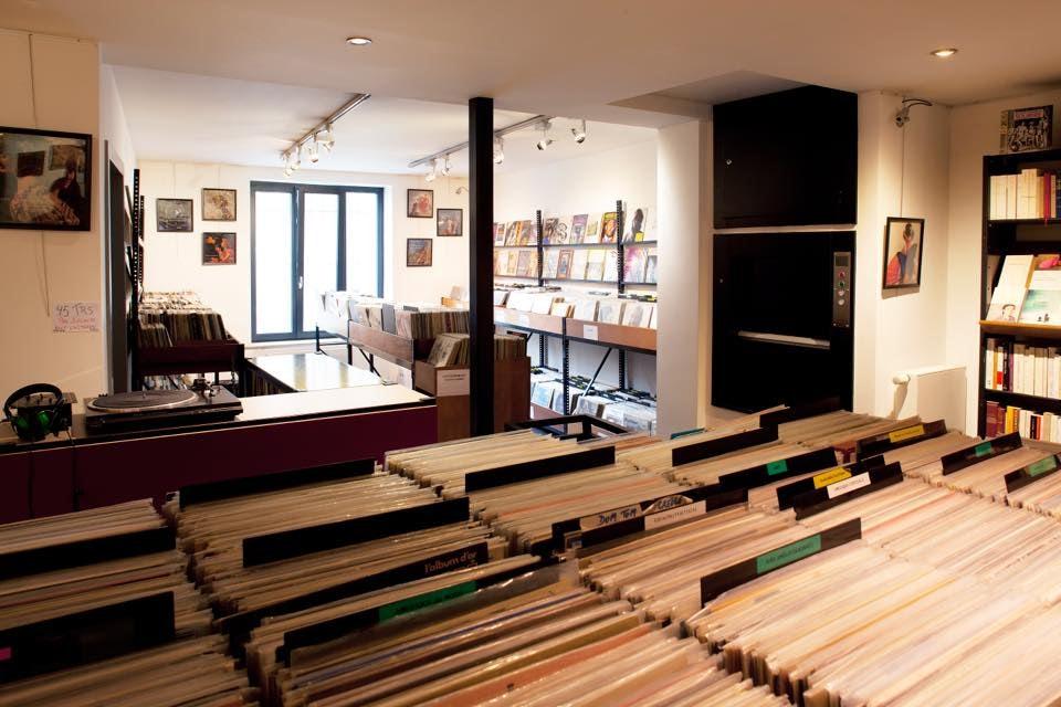 inside Hors-serie record store