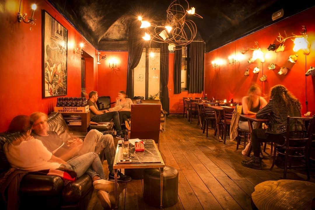 romantic bar interior of De Geus van Gent