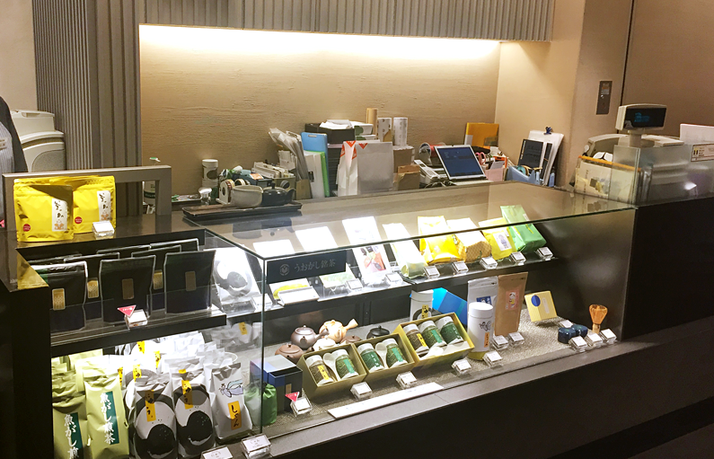 counter with tea and coffee at Uogashi Meicha