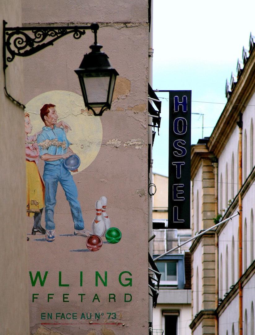 Rue Mouffetard Bowling mural