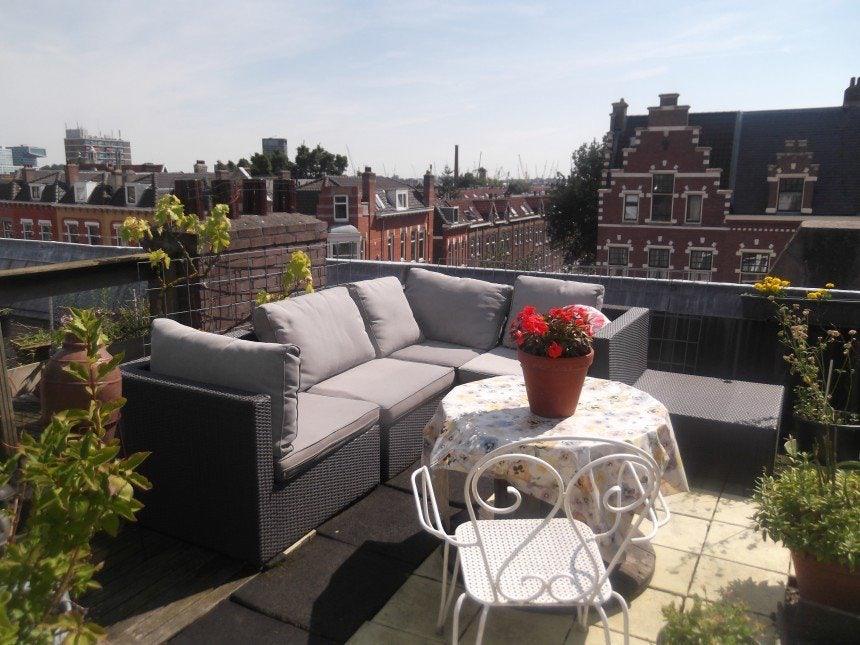 terrace at Bed, Brood en Eieren