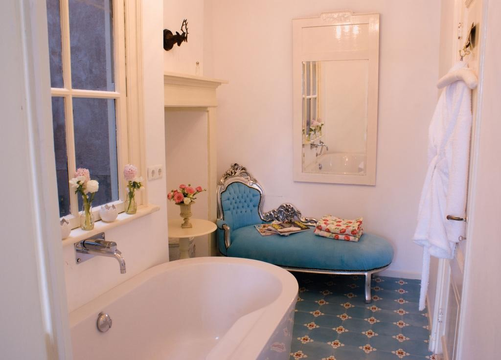 bathroom interior at Cherrycake & Chocolate